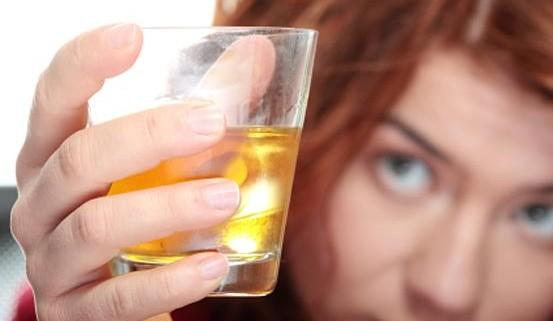 Алкоголь в школьные годы повышает риск рака груди в будущем для девушек