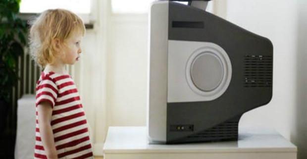 Телевизор снижает способность детей  понимать окружающих