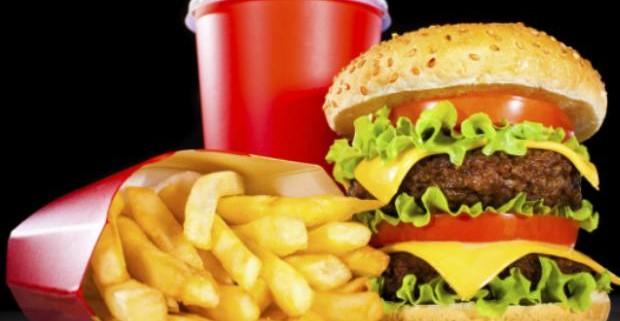 Причина тяги человека к вредной пище спрятана в деятельности мозга