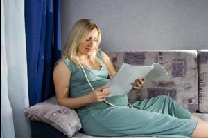 Почему замирает беременность