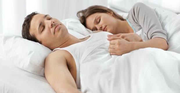 Поза спящего человека расскажет, счастлив ли он в браке