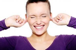 На ушных раковинах образуется корка