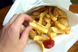 Ученые рассказали, почему люди любят мучные продукты и чипсы