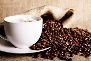 Женщинам с больными суставами вредно пить кофе