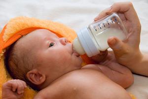 Кормление новорожденных смесями
