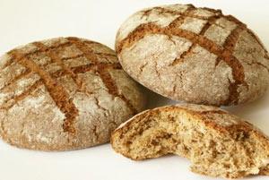 На диете не стоит отказываться от хлеба