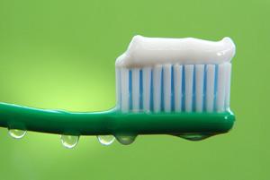 Из чего делают зубную пасту