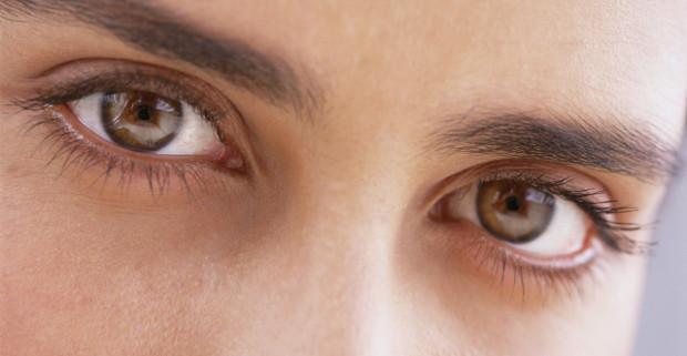 Движения глаз позволяют манипулировать моральным выбором людей