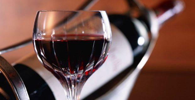 Вино разрушает зубы