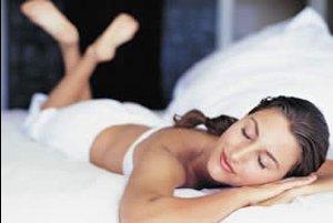 Женщина и мужчина в постели