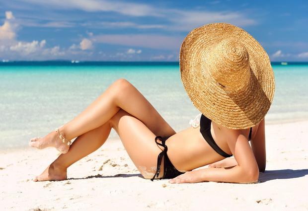 Как правильно загорать на пляже?