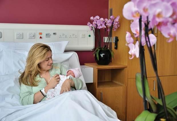 Где лучше рожать – в роддоме или дома?