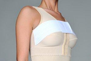 Как правильно наносить крем на грудь