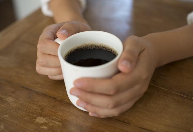 Потребление четырех чашек кофе ежедневно связывают с риском ранней смерти