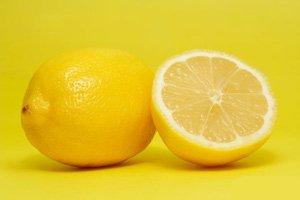 Лимонный запах против злости и скупости