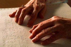 Люди с врожденной слепотой читают быстрее, чем утратившие зрение