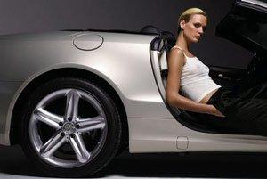 Шикарная машина заставляет женщин видеть мужчин более привлекательными